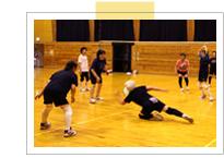富山県朝日町のビーチボール団体、大家庄スマイルの練習風景