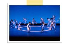 ニシムラヤスコダンスファクトリーの舞台公演の様子