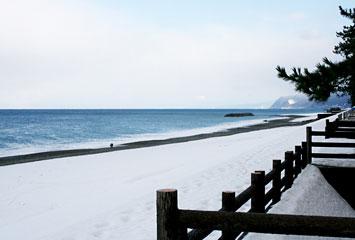 雪のヒスイ海岸