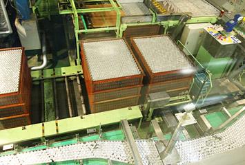 アサヒ飲料北陸工場の機械