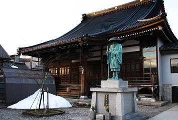 辻徳法寺と親鸞聖人三十五歳お旅立ち草鞋掛けの尊像