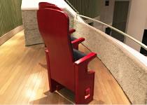 新居さん自らが設計されたこだわりの椅子「Mrs.モルソフによせて」