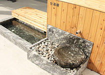 おもかげ通り側の入口には飲泉ができる設備も用意されています
