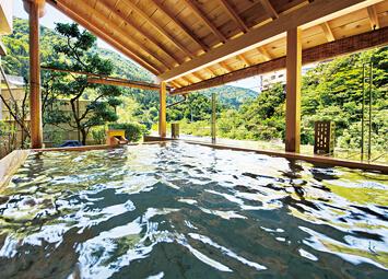 ホテル桃源の新設された川床露天風呂